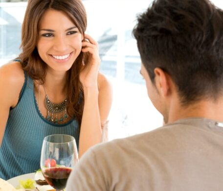 Body languages that show that a woman loves you